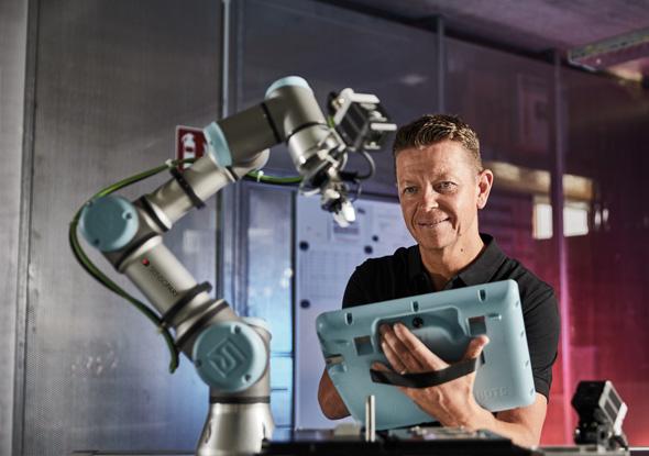 Vision camera universal robot by SensoPart